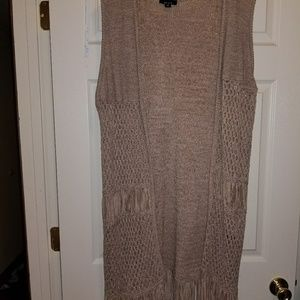 Open cardigan with fringe no sleeves
